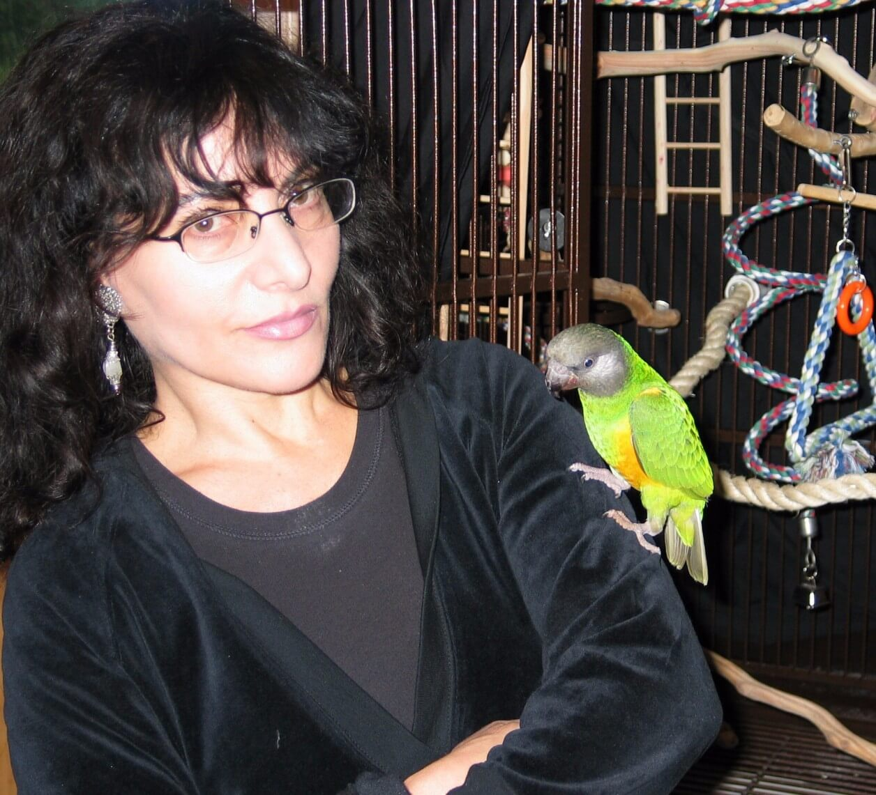 19Hanging with my homie, T Cup, the Senegalese parrot, Nov, 2009